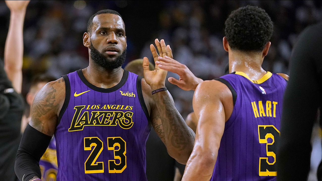 cd2a9559f690 LA Lakers forward LeBron James (23) high-fives Josh Hart (3) at the end of  the first half of the game against the Golden State Warriors