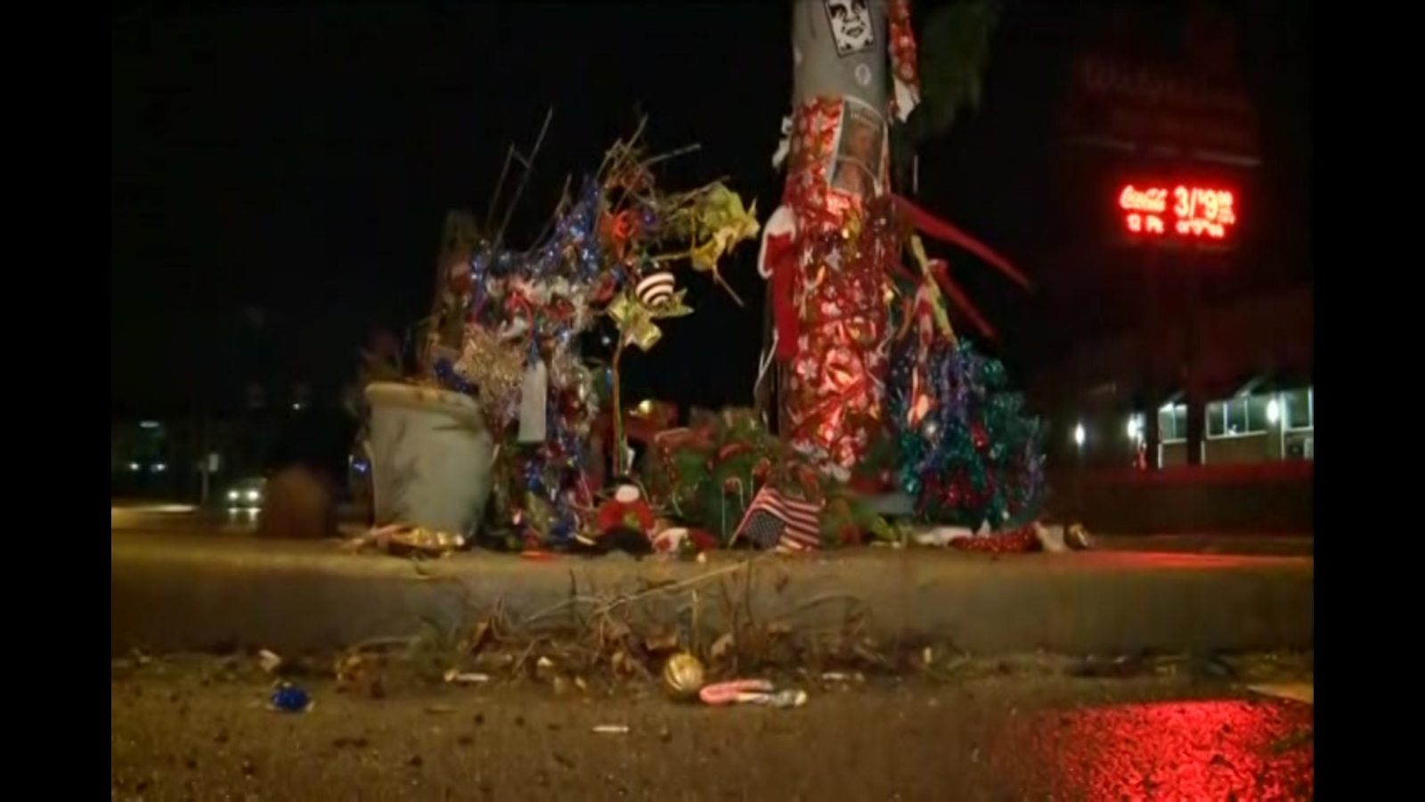 Toledo Christmas Weed.Thief Steals Christmas Weed From Ohio Traffic Island Holiday Display
