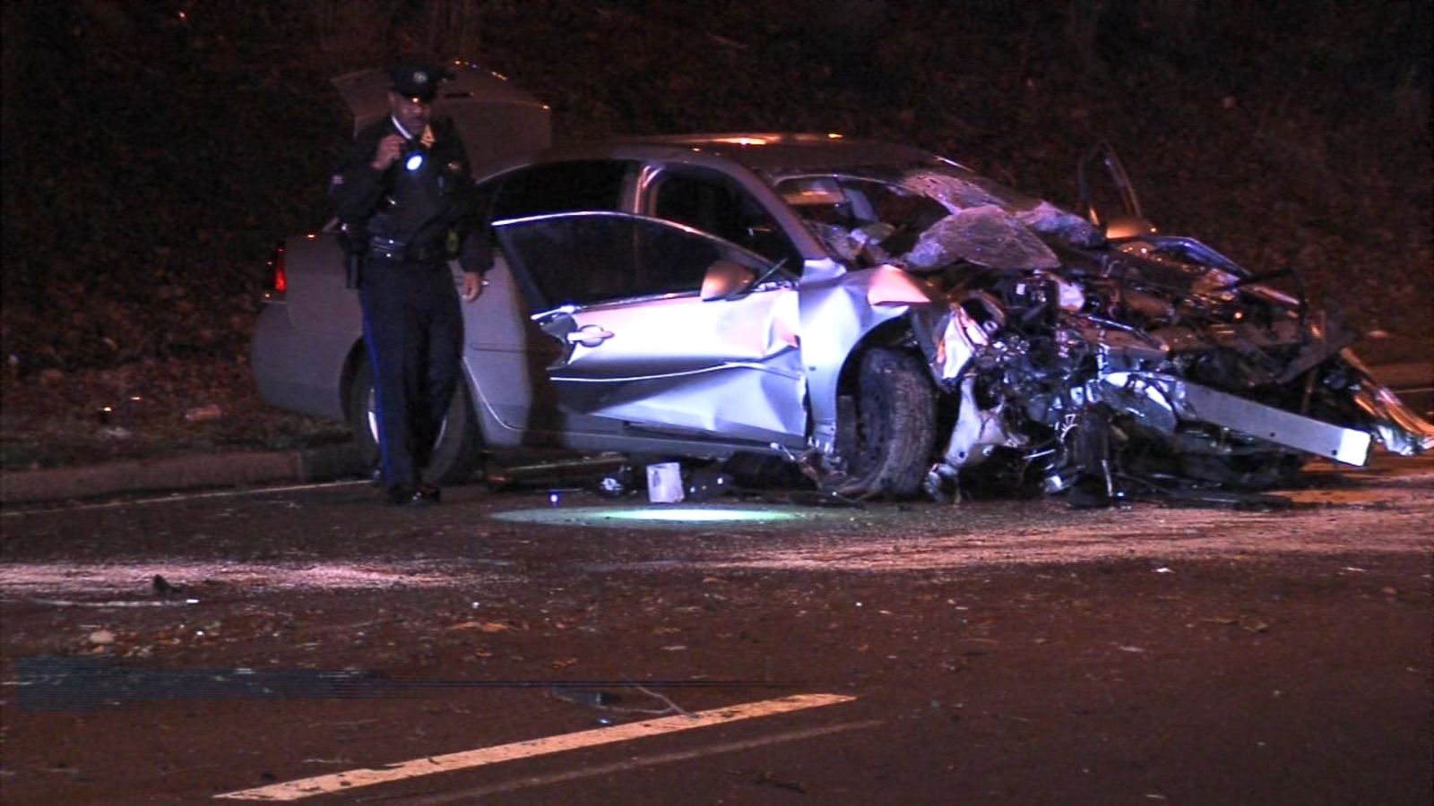 Driver killed after slamming into tree on Roosevelt Boulevard