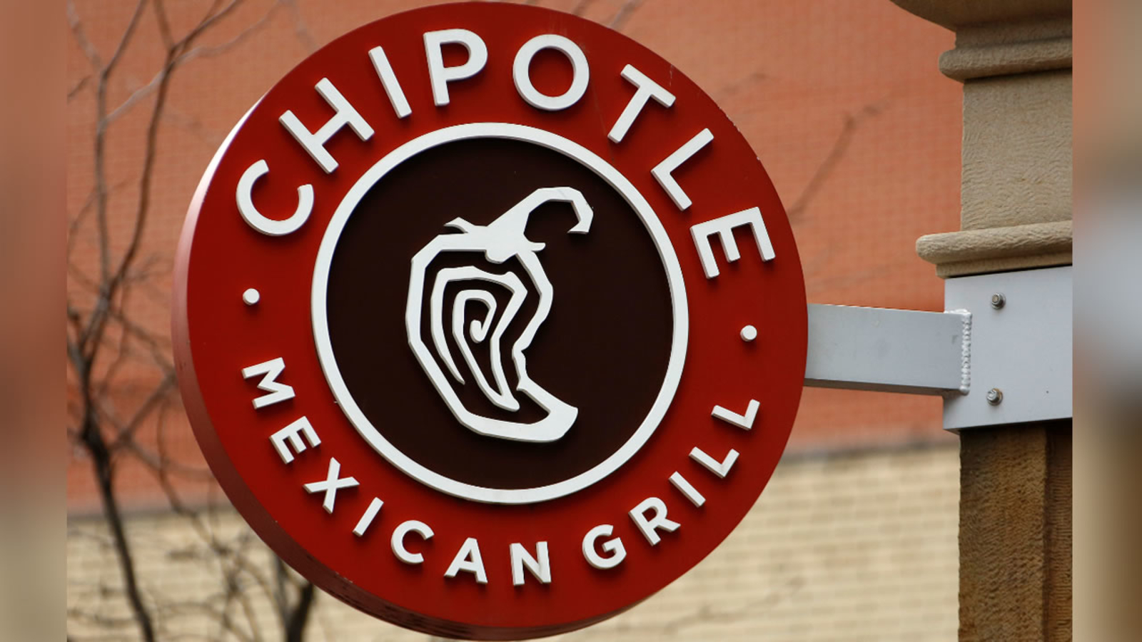 Chipotle Raises Menu Prices by 4% to Cover Cost of Raising Workers' Wages