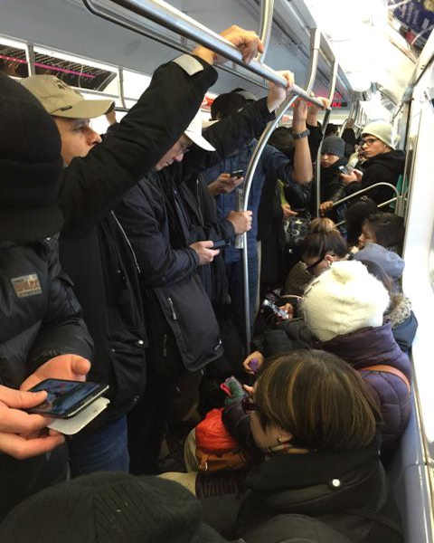 "<div class=""meta image-caption""><div class=""origin-logo origin-image none""><span>none</span></div><span class=""caption-text"">A 7 train stopped in Queens Monday morning due to an ice building on the third rail  (Photo courtesy @ChengaLing)</span></div>"