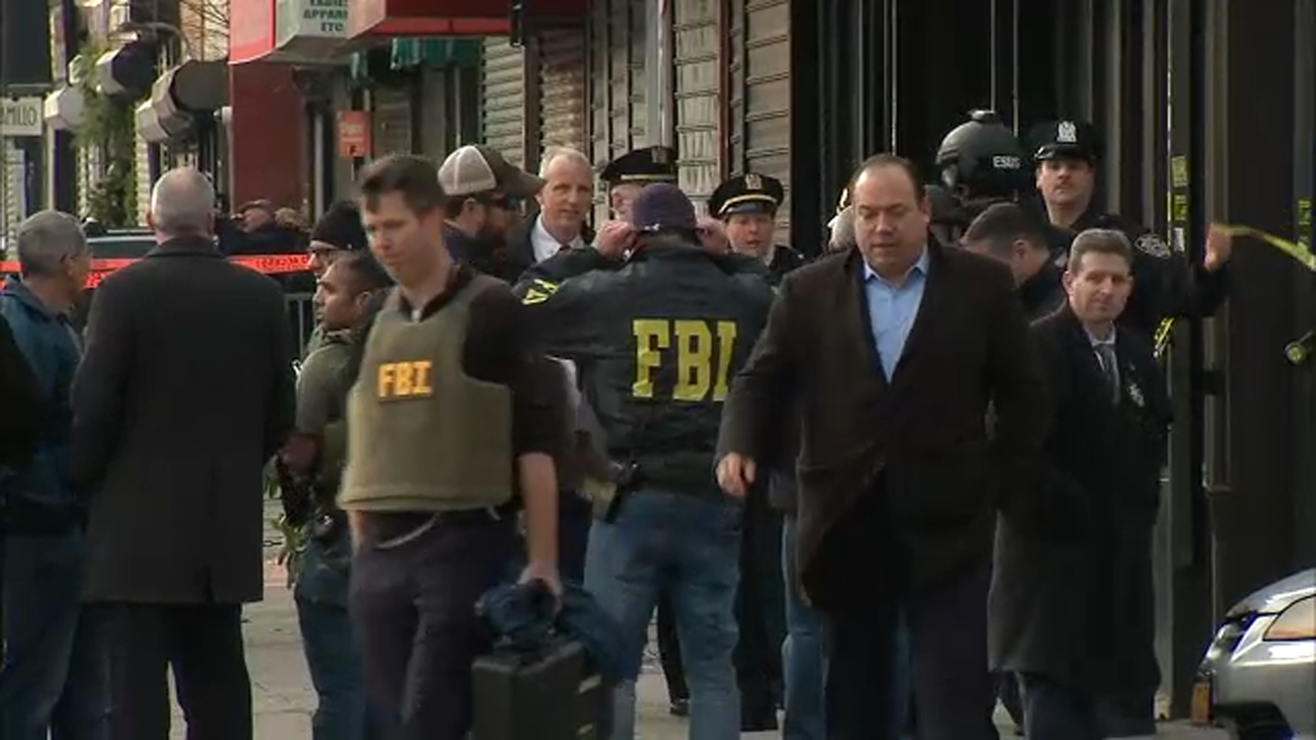 20ee7ef8a Standoff leads to shots fired by FBI agent in Brooklyn, 1 in custody