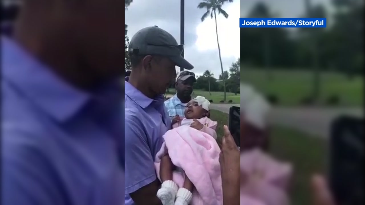3fad6686478 Former President Obama kisses baby girl at Hawaii golf club ...