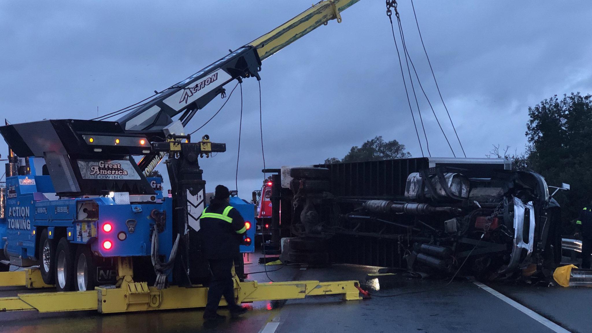 1 killed in box truck crash on NB Hwy 101 in San Jose