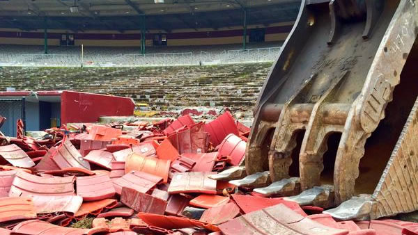 "<div class=""meta image-caption""><div class=""origin-logo origin-image none""><span>none</span></div><span class=""caption-text"">Crews demolish Candlestick Park, former home of the San Francisco 49ers, on Feb. 4, 2015. (Jonathan Bloom/ABC7 News)</span></div>"