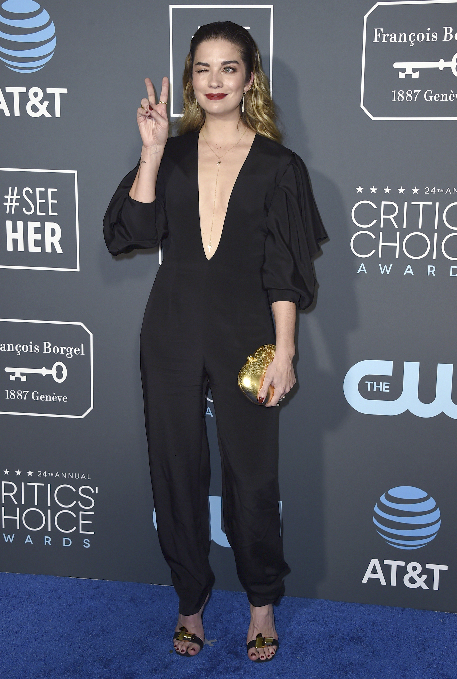 "<div class=""meta image-caption""><div class=""origin-logo origin-image ap""><span>AP</span></div><span class=""caption-text"">Annie Murphy arrives at the 24th annual Critics' Choice Awards on Sunday, Jan. 13, 2019, at the Barker Hangar in Santa Monica, Calif. (Jordan Strauss/Invision/AP)</span></div>"