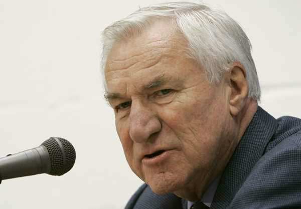 "<div class=""meta image-caption""><div class=""origin-logo origin-image none""><span>none</span></div><span class=""caption-text"">In this Dec. 8, 2006 file photo, former North Carolina basketball coach Dean Smith answers questions during a press conference in Chapel Hill, N.C. (AP Photo/Gerry Broome, File)</span></div>"
