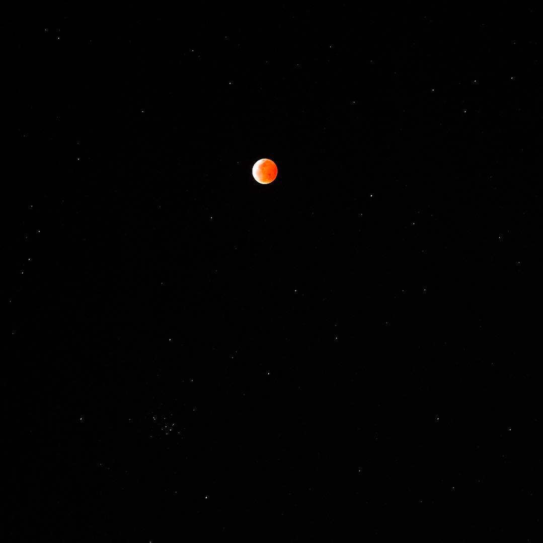 <div class='meta'><div class='origin-logo' data-origin='none'></div><span class='caption-text' data-credit='Photo submitted to KGO-TV by superkhanh/Instagram'>A rare super blood wolf moon lit up the sky in the Bay Area on Sunday, Jan. 20, 2019 through Monday, Jan. 21, 2019.</span></div>