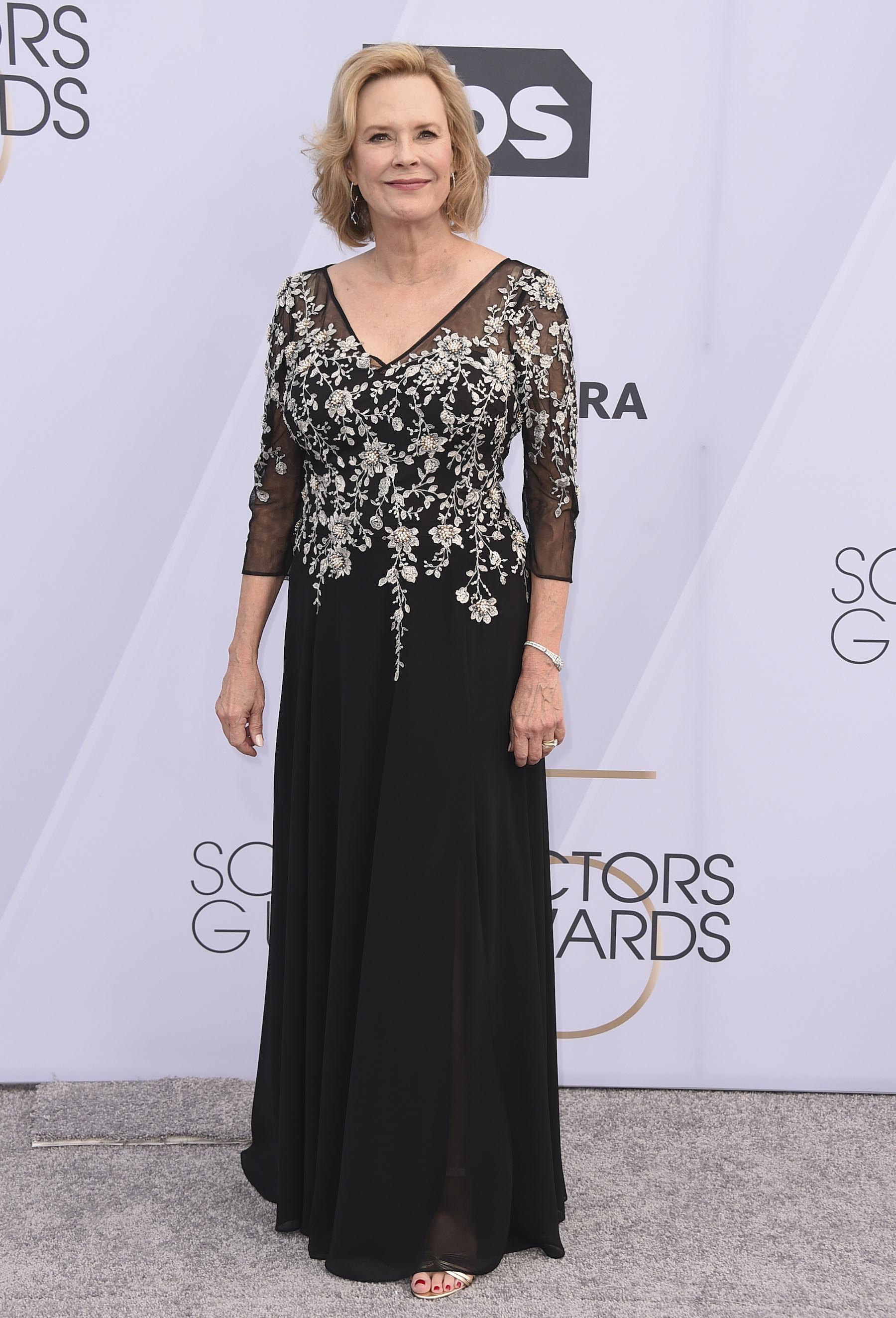 <div class='meta'><div class='origin-logo' data-origin='AP'></div><span class='caption-text' data-credit='Jordan Strauss/Invision/AP'>SAG-AFTRA Foundation President JoBeth Williams arrives at the 25th annual Screen Actors Guild Awards at the Shrine Auditorium & Expo Hall on Sunday, Jan. 27, 2019, in Los Angeles.</span></div>
