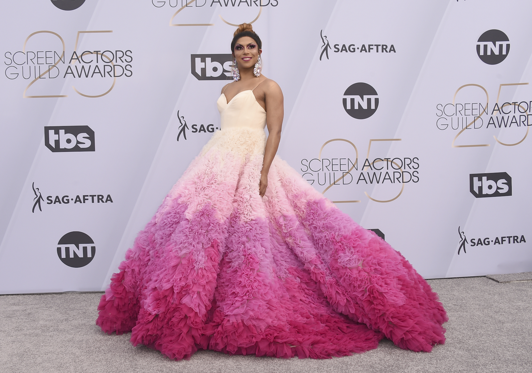"<div class=""meta image-caption""><div class=""origin-logo origin-image ap""><span>AP</span></div><span class=""caption-text"">Shangela arrives at the 25th annual Screen Actors Guild Awards at the Shrine Auditorium & Expo Hall on Sunday, Jan. 27, 2019, in Los Angeles. (Jordan Strauss/Invision/AP)</span></div>"