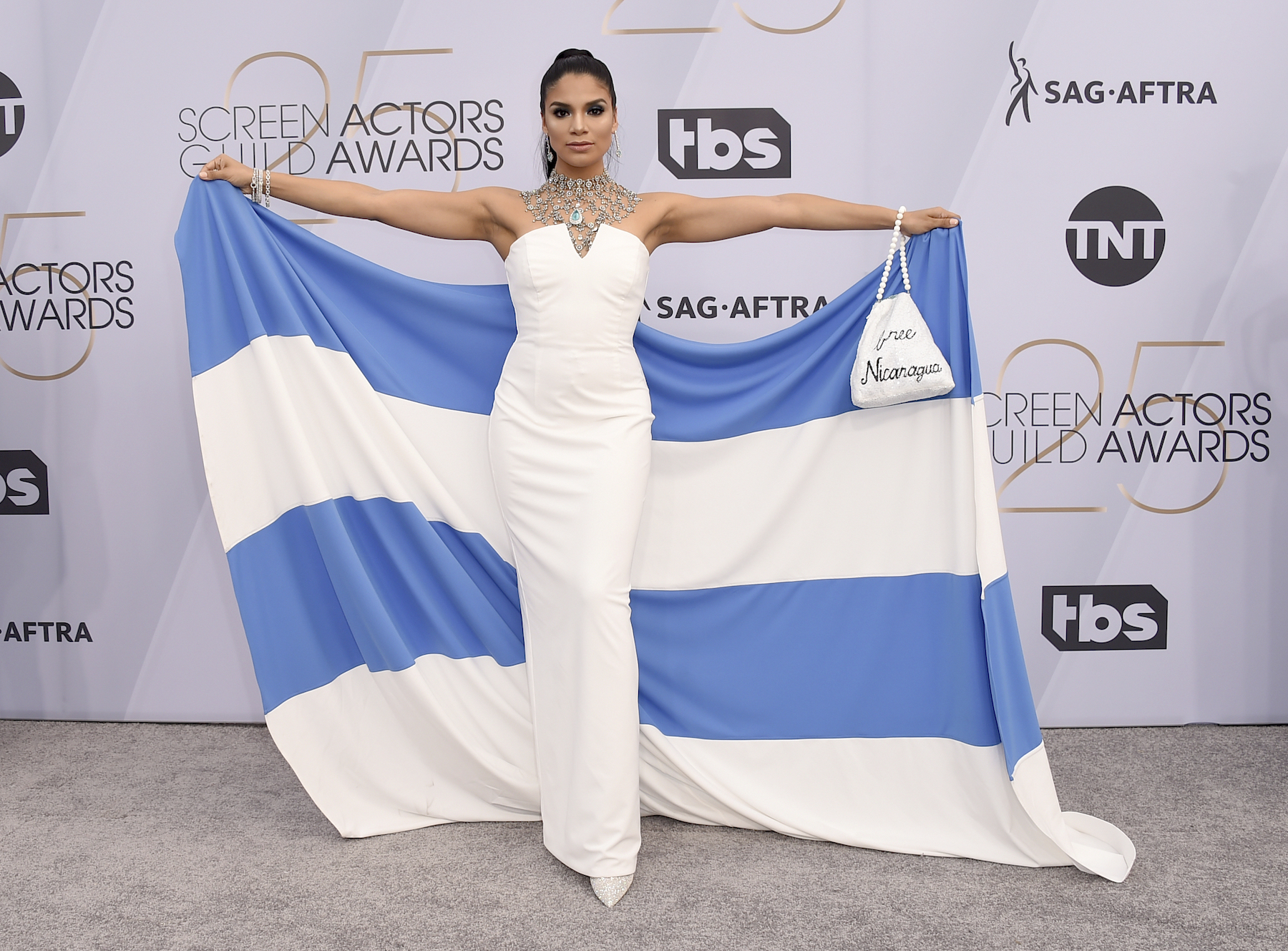 "<div class=""meta image-caption""><div class=""origin-logo origin-image ap""><span>AP</span></div><span class=""caption-text"">Shakira Barrera poses with a bag reading ""free Nicaragua"" at the 25th annual Screen Actors Guild Awards at the Shrine Auditorium & Expo Hall on Sunday, Jan. 27, 2019. (Jordan Strauss/Invision/AP)</span></div>"
