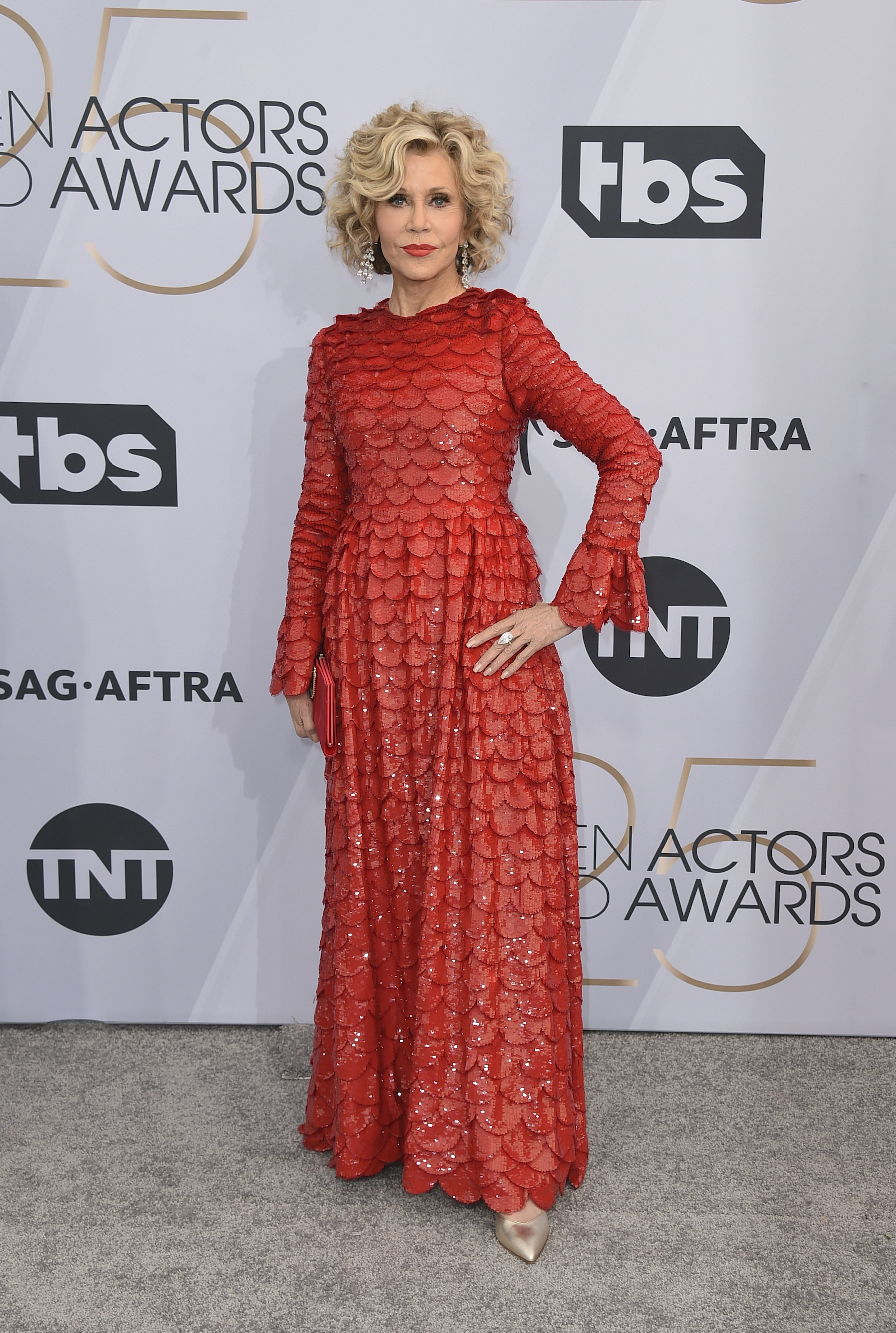 <div class='meta'><div class='origin-logo' data-origin='AP'></div><span class='caption-text' data-credit='Jordan Strauss/Invision/AP'>Jane Fonda arrives at the 25th annual Screen Actors Guild Awards at the Shrine Auditorium & Expo Hall on Sunday, Jan. 27, 2019, in Los Angeles.</span></div>