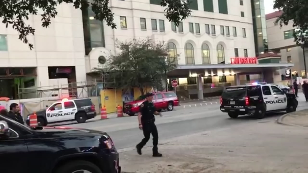 2 Houston police officers remain in hospital after shooting