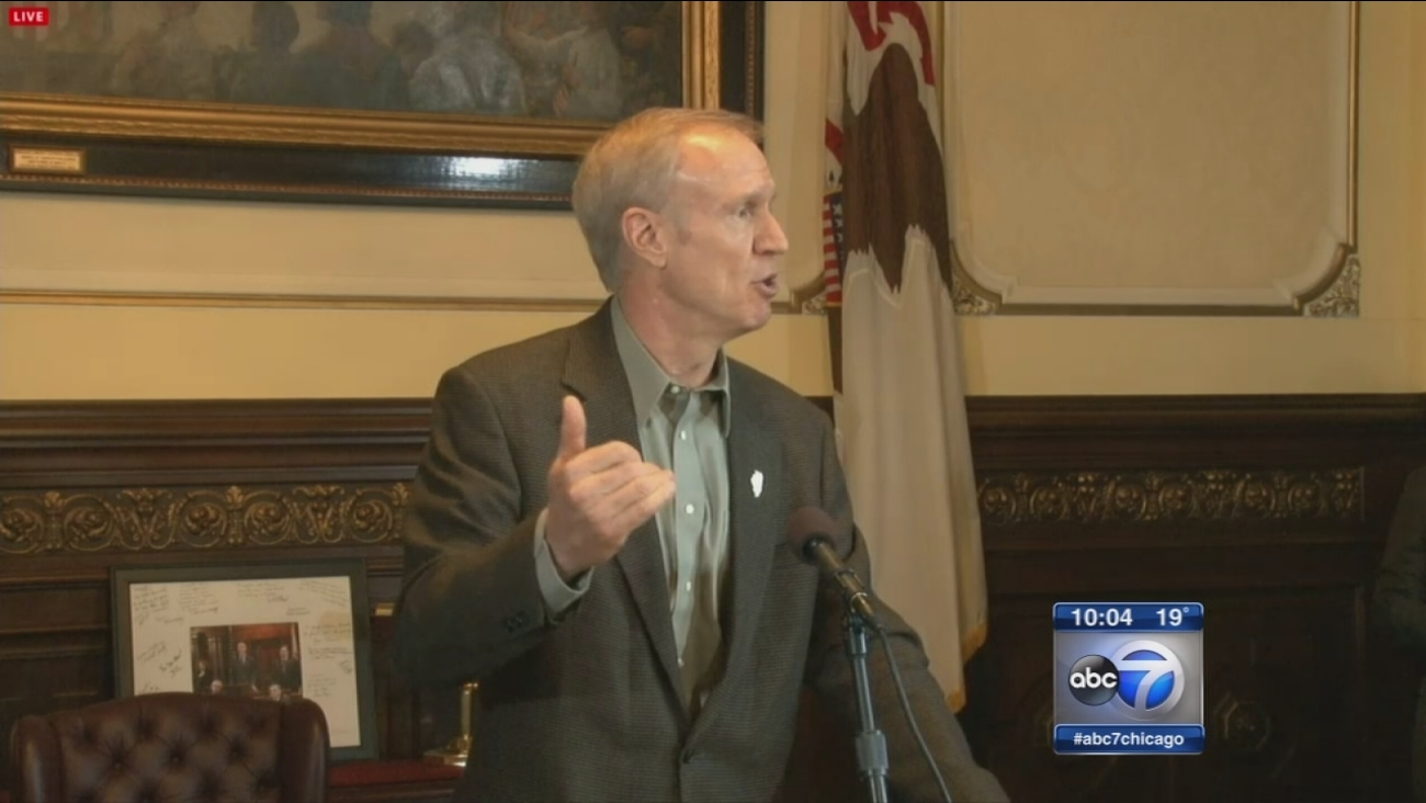Rauner eliminates fair share union dues for state workers