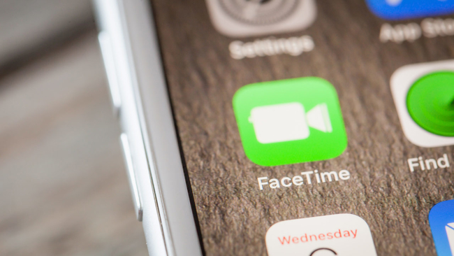 Apple disables group FaceTime after glitch lets callers