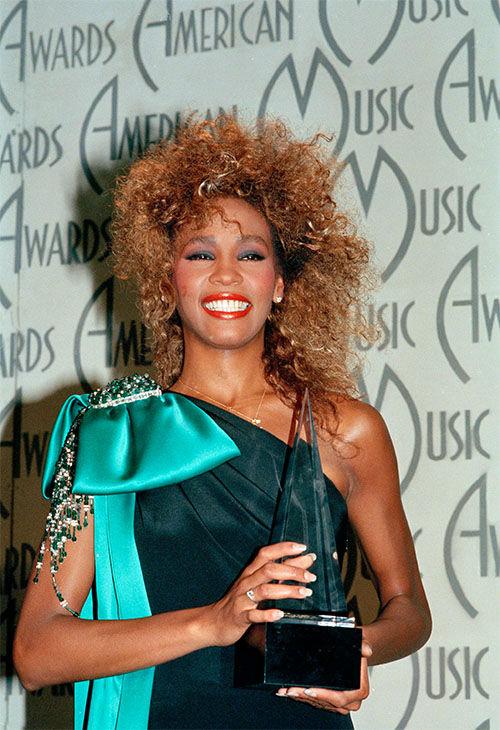 "<div class=""meta image-caption""><div class=""origin-logo origin-image none""><span>none</span></div><span class=""caption-text"">Jan. 1986: Houston shows her American Music Award, at the Shrine Auditorium in Los Angeles, Calif. (Photo/AP Photo)</span></div>"