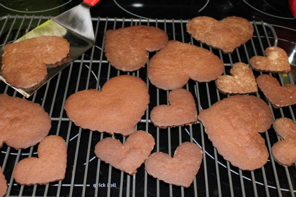 "<div class=""meta image-caption""><div class=""origin-logo origin-image none""><span>none</span></div><span class=""caption-text"">How to make your own chocolate swirl heart shaped cookies (Photo/Kat Cosley)</span></div>"