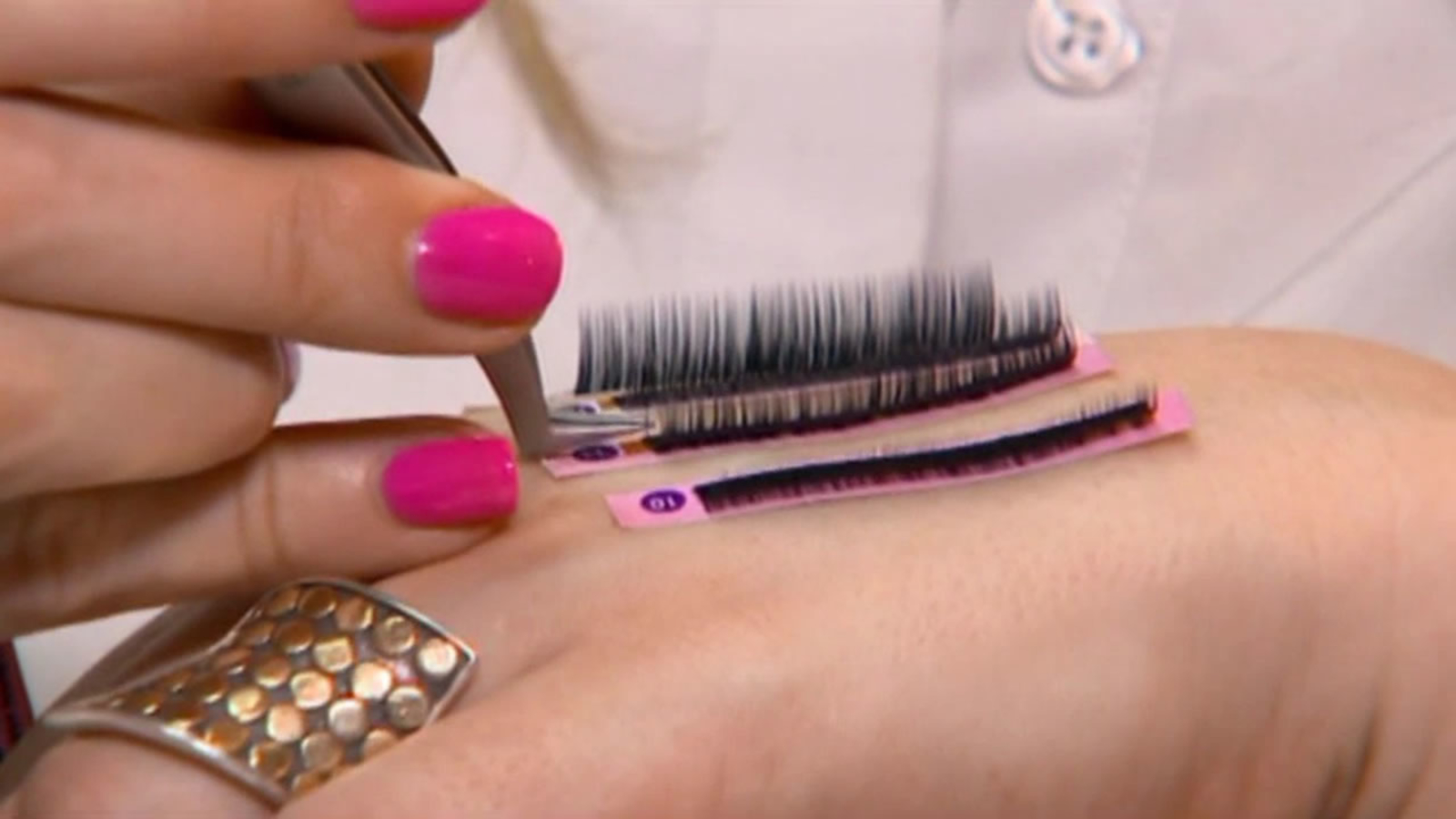 Eyelash extensions can cause severe allergic reaction ...