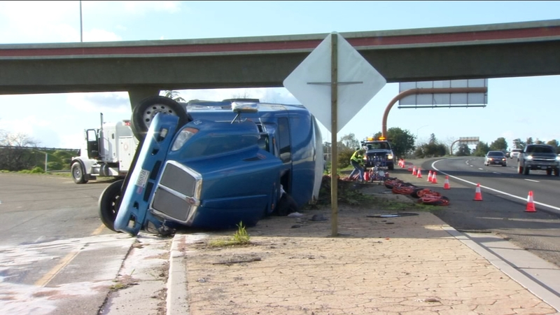 Rollover crash causes interchange from Hwy 180 to Hwy 99 to close