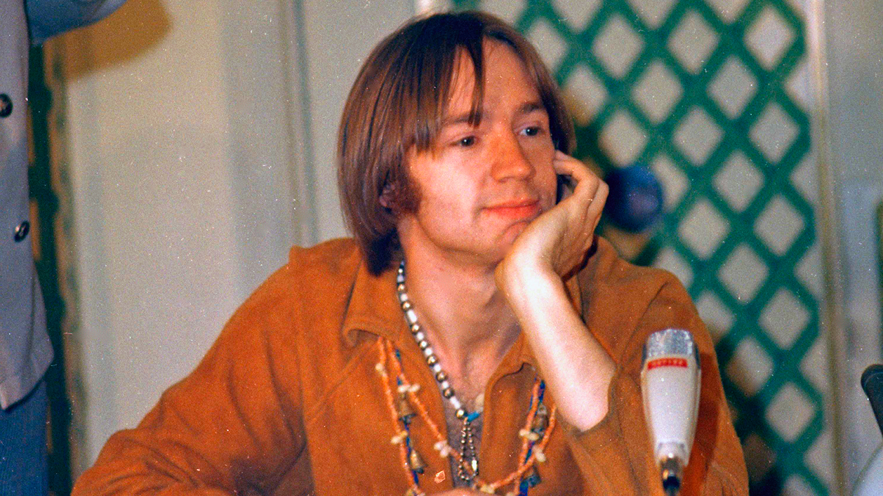 peter tork monkees guitarist dead at 77. Black Bedroom Furniture Sets. Home Design Ideas