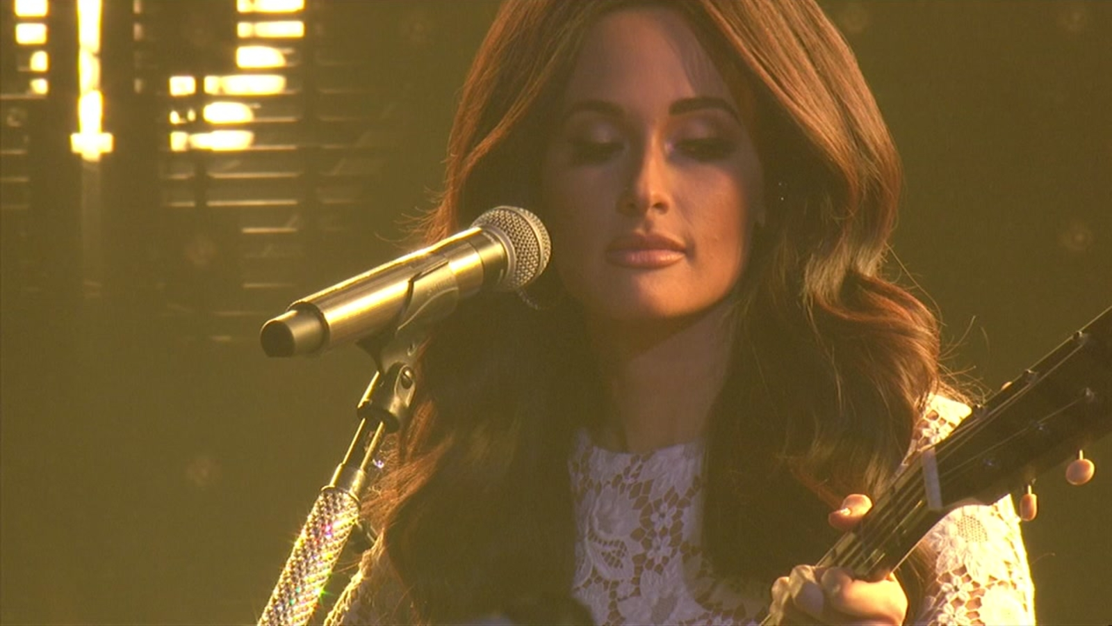 Kacey Musgraves Pays Tribute To Selena At Rodeohouston