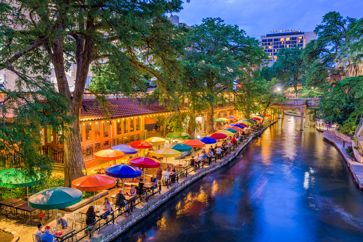 Getaway Alert Travel From Chicago To San Antonio On A Budget