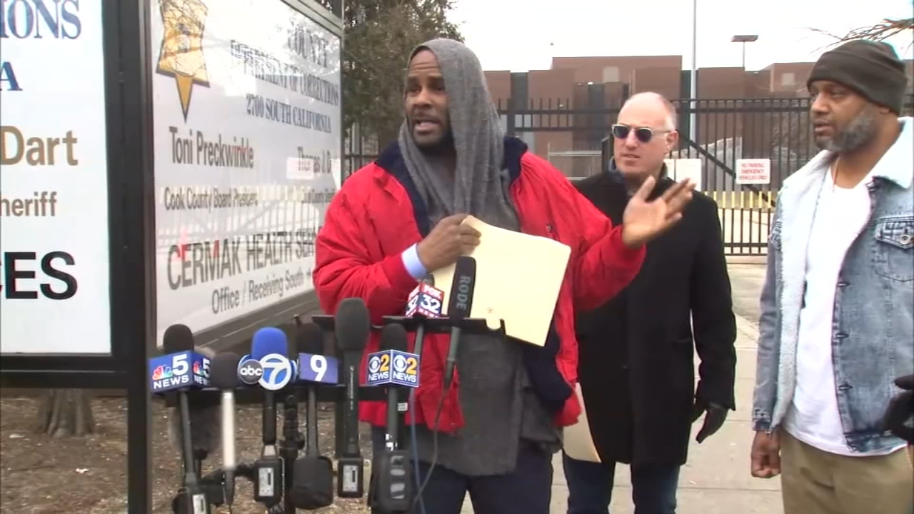 R  Kelly appears in court Tuesday for status hearing