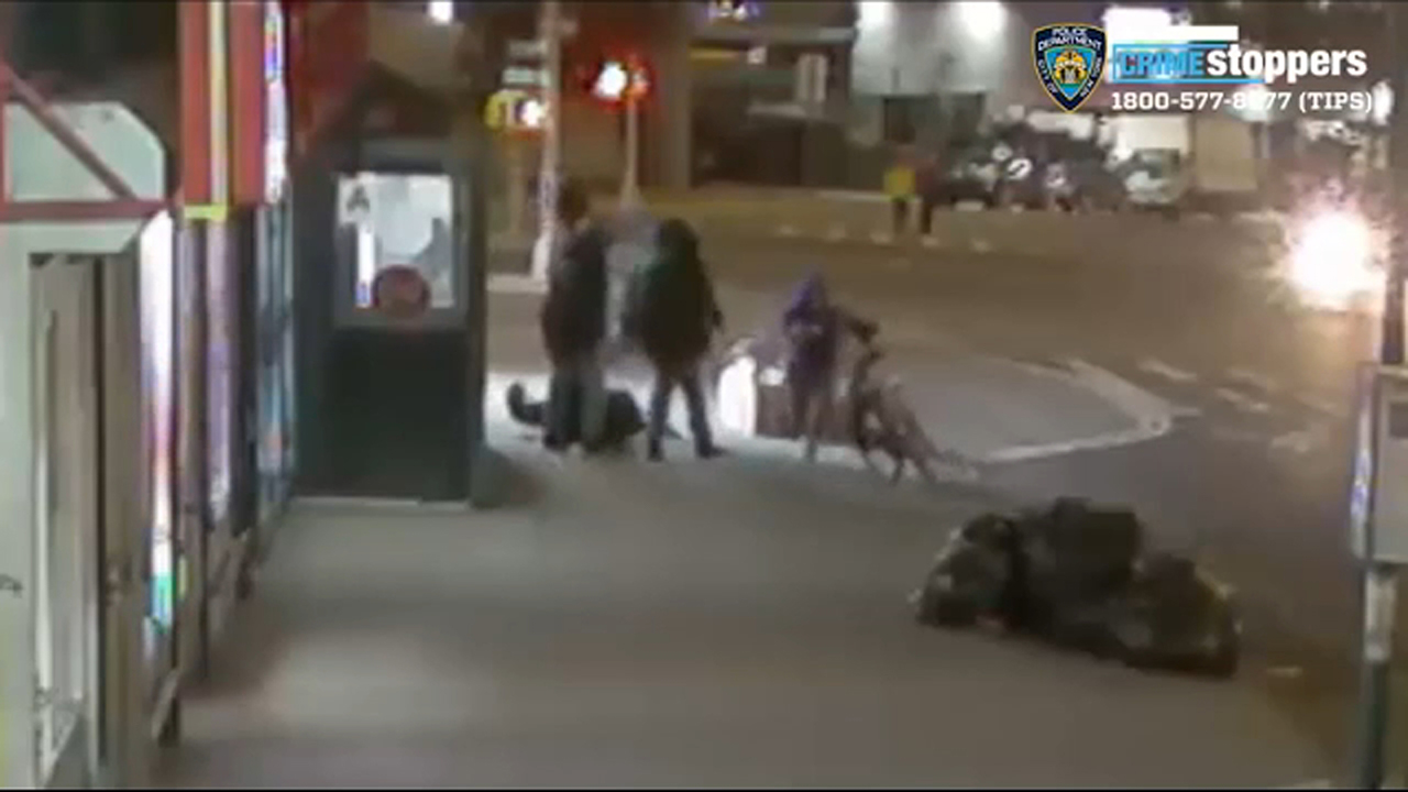 Police search for suspects in violent bike theft in the Bronx