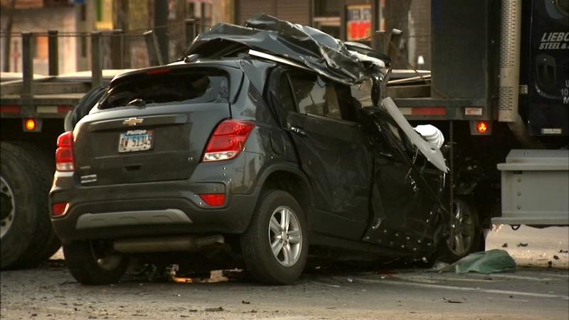 Police: 2 men die in West Side crash after driver runs red light