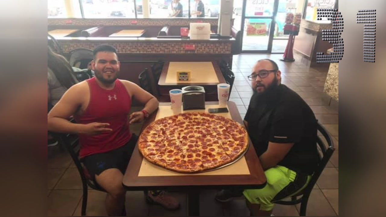 Cici S Pizza Challenge To Win 500 For Eating 28 Inch