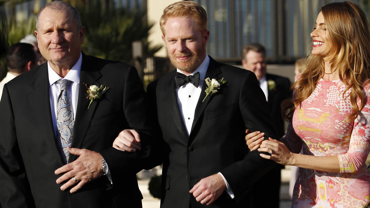 "This photo released by ABC shows Ed O'Neill, Jesse Tyler Ferguson and Sofia Vergara, in ""Modern Family,"" nominated July 10, 2014 for an Emmy Award for best comedy series.(AP Photo)"