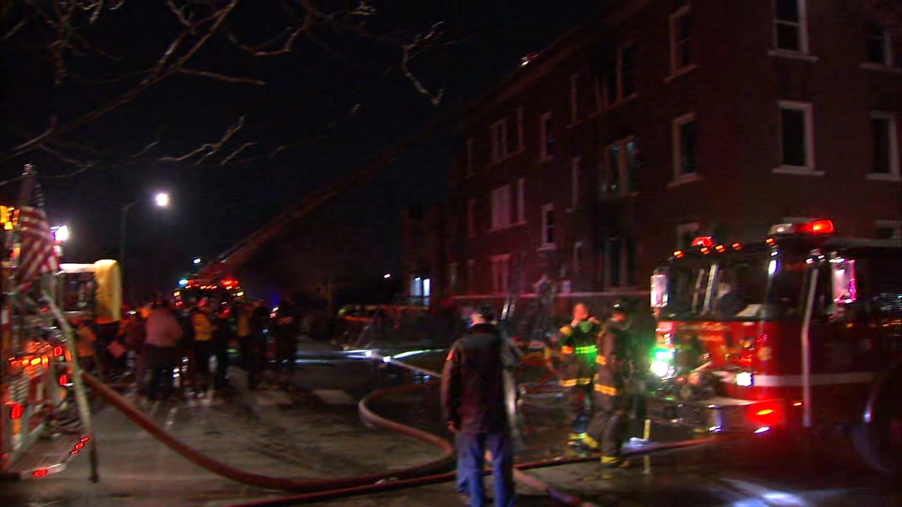2 Firefighters Injured In East Garfield Park Fire Abc7 Chicago