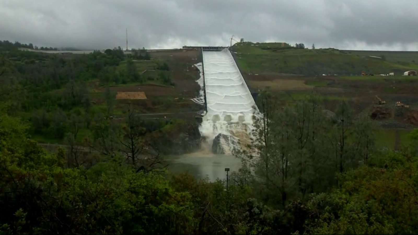 Water flows down repaired Oroville Dam spillway