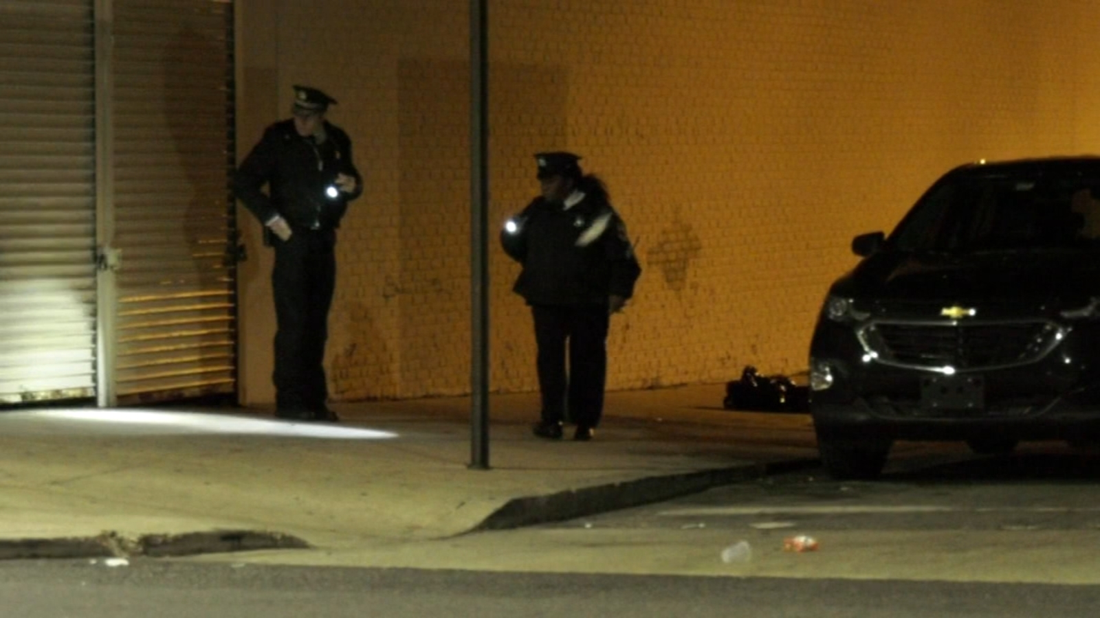 Man shot during robbery attempt in Mantua, police say