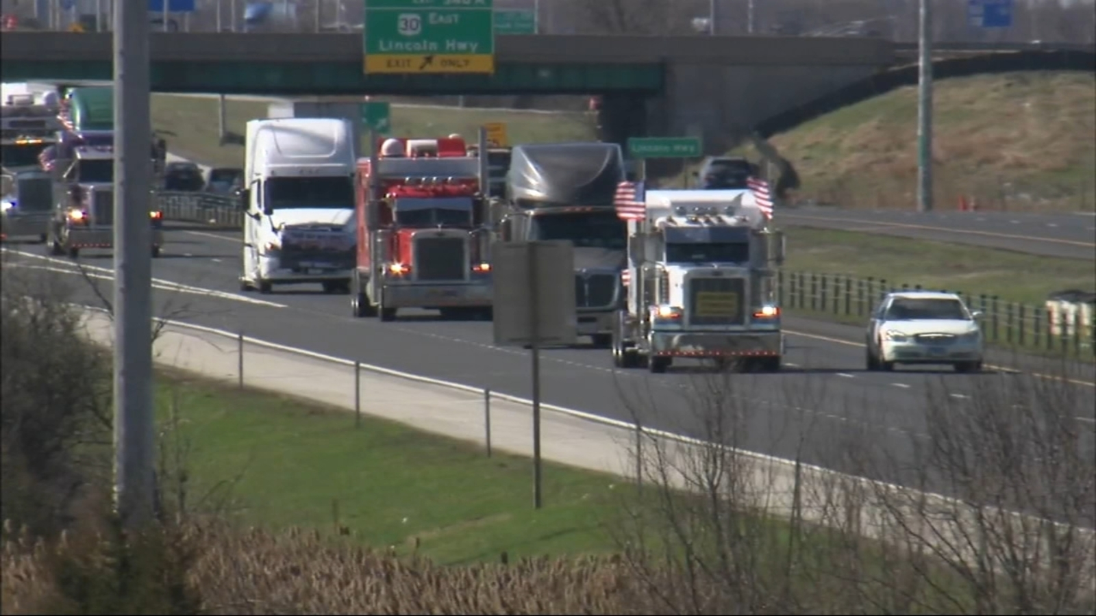 Truck drivers hold 'Slow Roll' protest on Chicago expressways