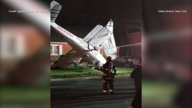 Small plane crash crashes into lawn of Long Island home