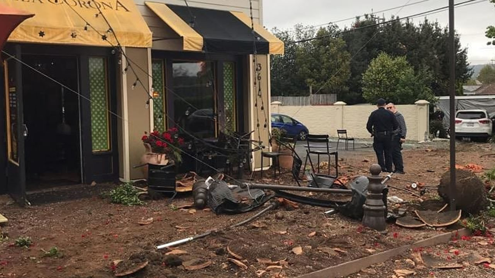 Video 2 Kids Nearly Hit By Car That Lost Control Slammed Into Restaurant Patio In Napa Abc7news