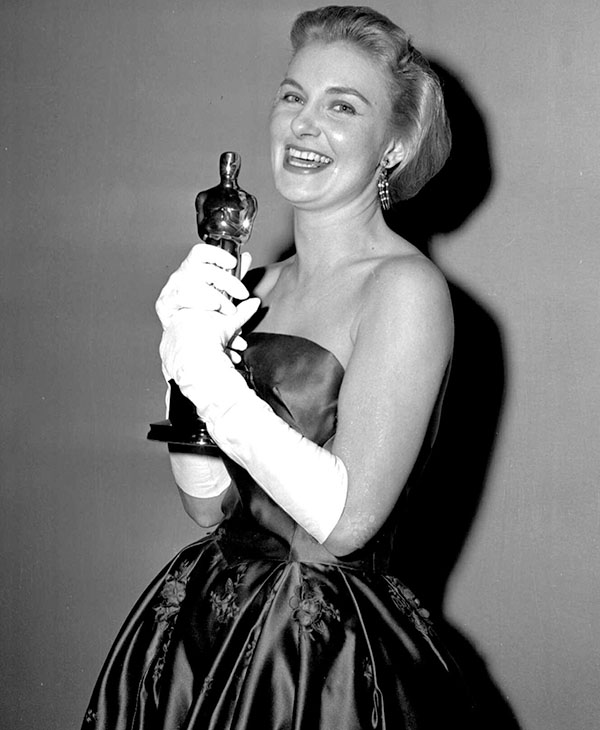 <div class='meta'><div class='origin-logo' data-origin='AP'></div><span class='caption-text' data-credit=''>A smiling Joanne Woodward holds the Oscar she was awarded March 26,1958 in Hollywood.</span></div>