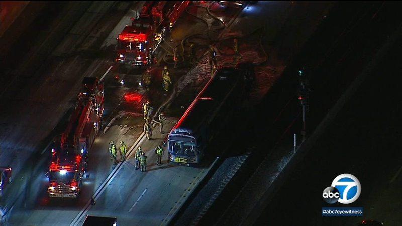 1 dead in fiery bus crash on 10 Fwy in Alhambra