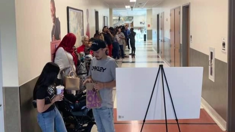 Students line up to take $20 college classes at HCC