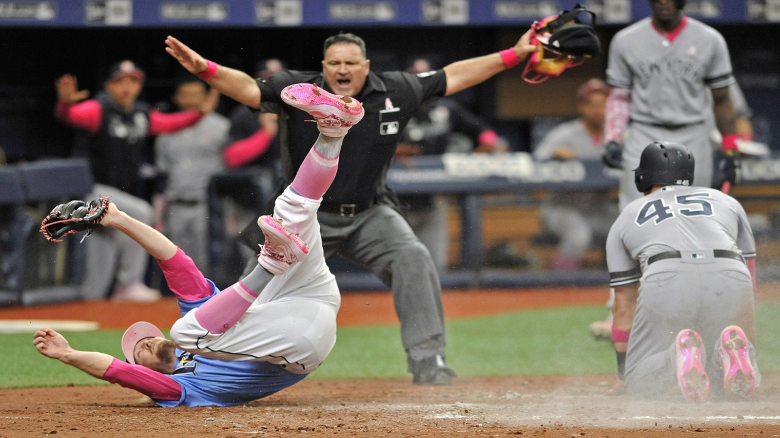 Yankees Prevail On Mother S Day Take Down First Place Rays Abc7 New York