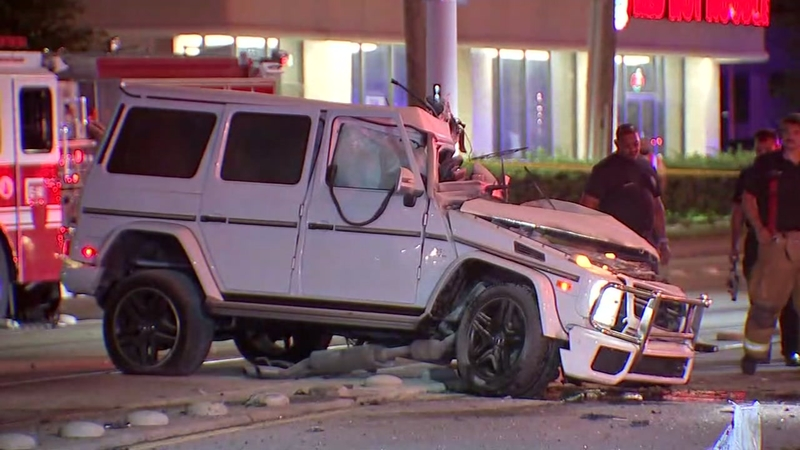 Mercedes North Houston >> Woman Dies After Crashing Head On Into Pole In North Houston