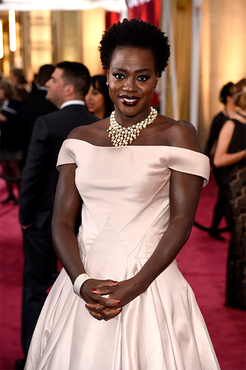 "<div class=""meta image-caption""><div class=""origin-logo origin-image none""><span>none</span></div><span class=""caption-text"">Viola Davis arrives. (AP Photo)</span></div>"