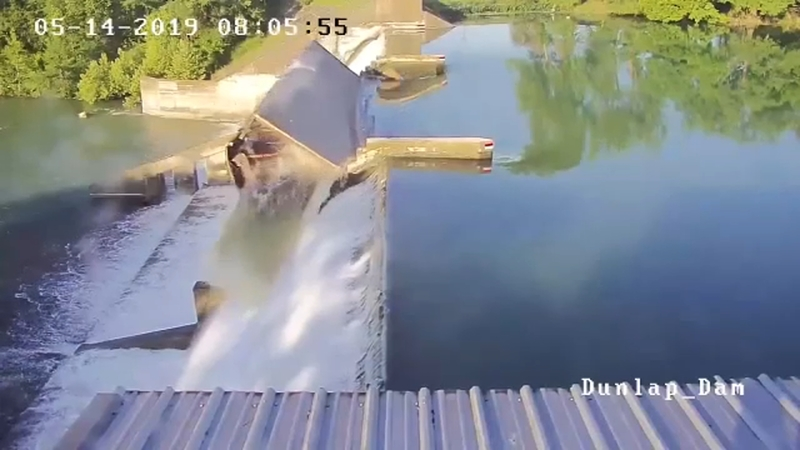 Dam spillgate at Lake Dunlap collapses in New Braunfels | abc13 com