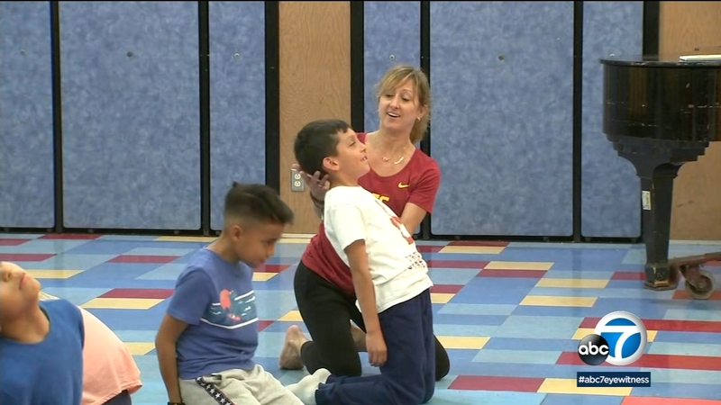 Usc Program Helps Compton Other Inner City Kids Overcome Chronic Stress By Teaching Them Yoga Abc7 Los Angeles