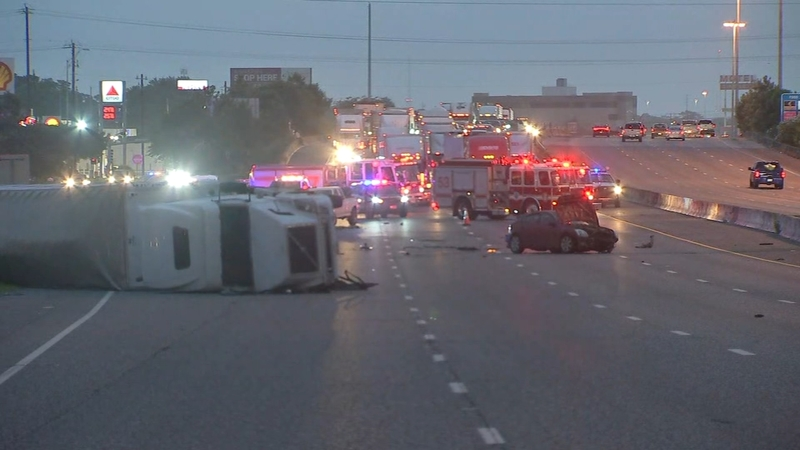 Inbound lanes on I-10 E  at Normandy shut down after deadly crash