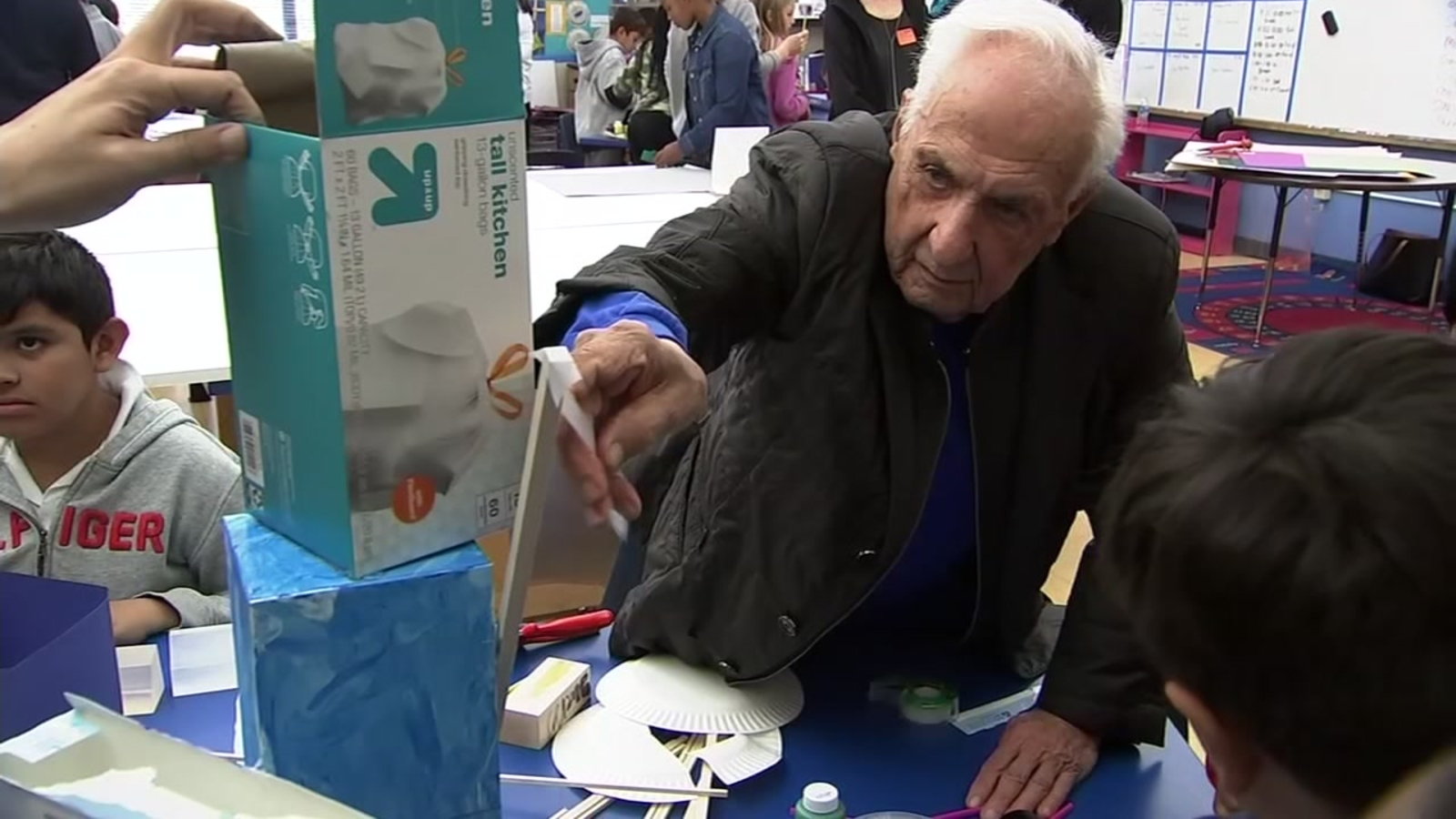 Architect Frank Gehry visits East Palo Alto elementary school