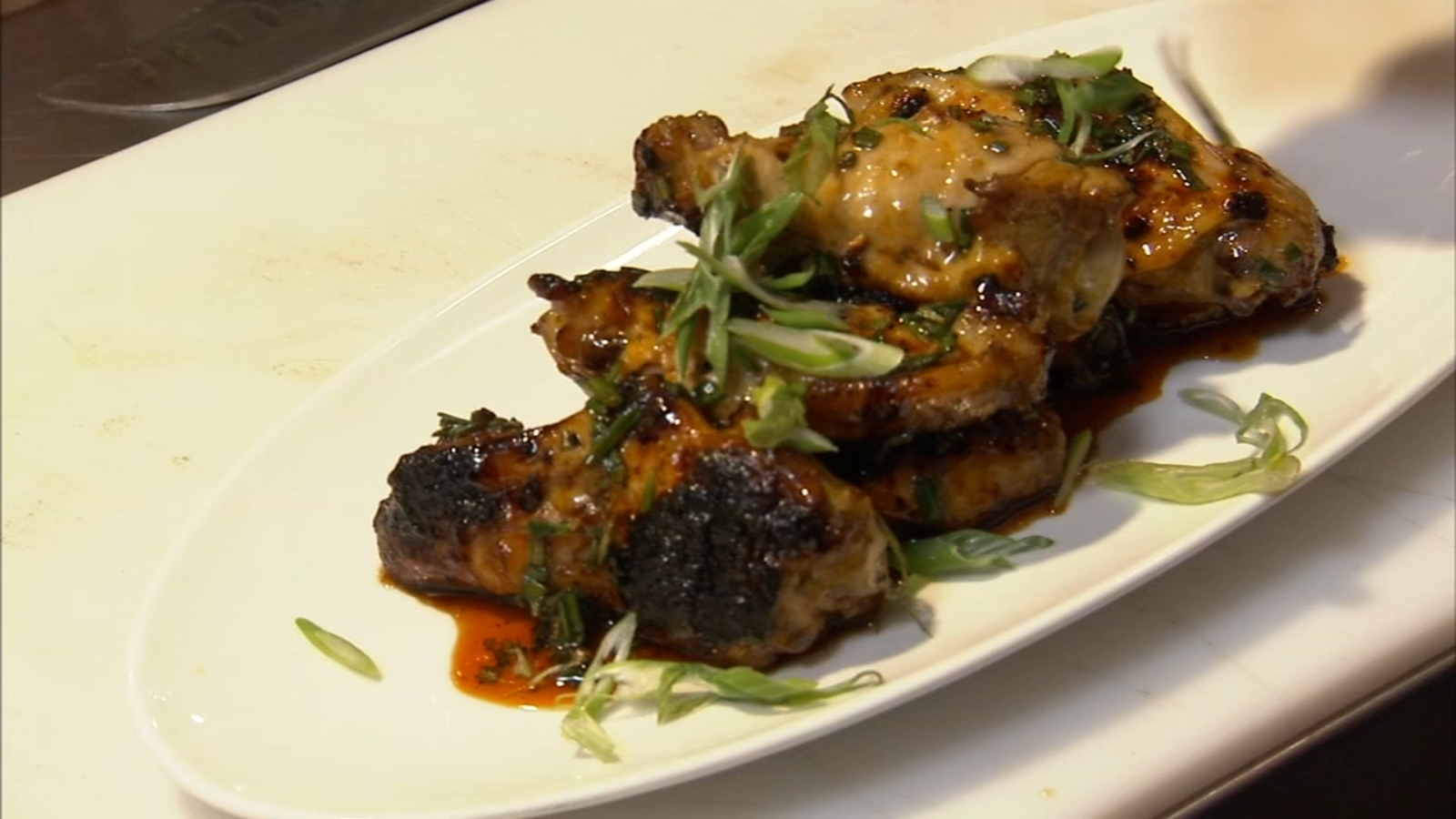 6 Minute Meal: The Common's chili oil glazed wings