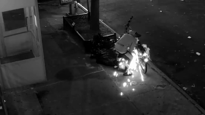Thief uses power tool to steal E-Bike in Brooklyn