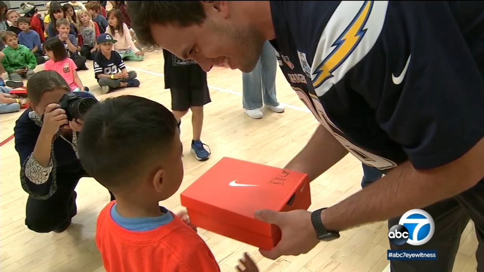 Chargers tight end Hunter Henry helps give out new sneakers to Costa Mesa kids